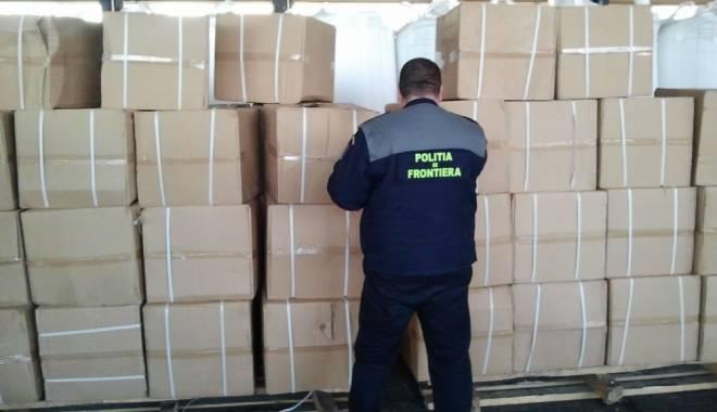 Foto: Sute de pachete de tigări confiscate de oamenii legii, în Vama Veche
