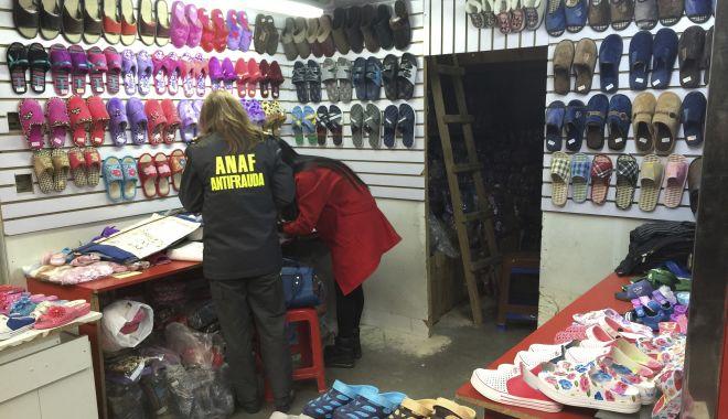 Foto: Vameșii au confiscat mărfuri contrafăcute în valoare de 160.000 euro