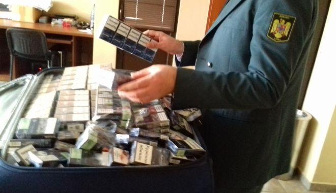 Foto: Vameșii au prins un contrabandist cu 14.980 de țigări