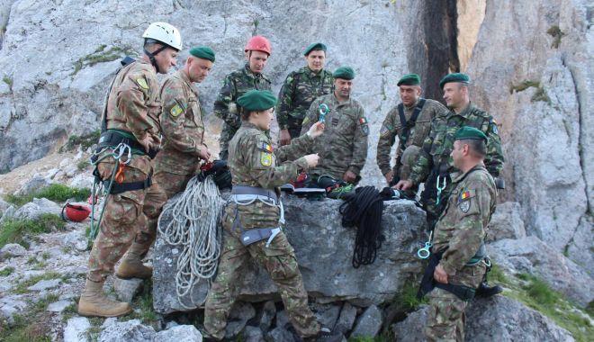 Foto: Vânătorii de munte, în tabăra de instrucţie - Masivul Rarău