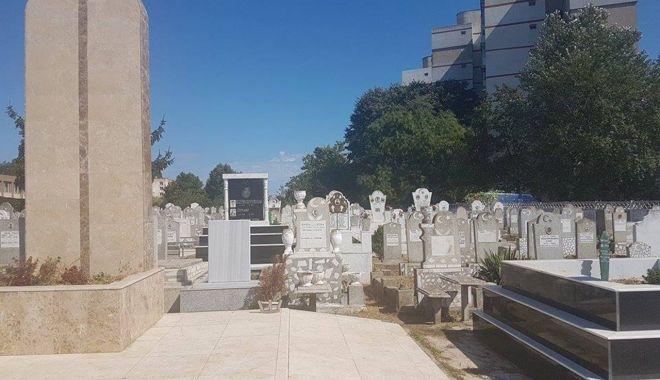 Anchetă la Valu lui Traian, după ce un mormânt din cimitirul musulman a fost distrus - vandalizarecimitir-1587573738.jpg