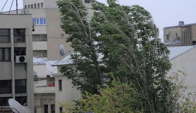 Codul galben de vânt din județul Constanța a fost prelungit - vant-1420032469.jpg