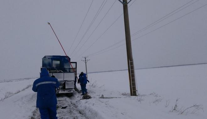 Foto: Cod galben de vânt, la Constanţa. Mai multe localităţi au rămas fără curent electric şi apă potabilă