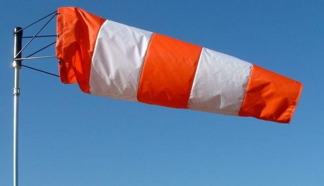Cod galben de vânt în Constanța. Bara Sulina, închisă - vant-1572713668.jpg