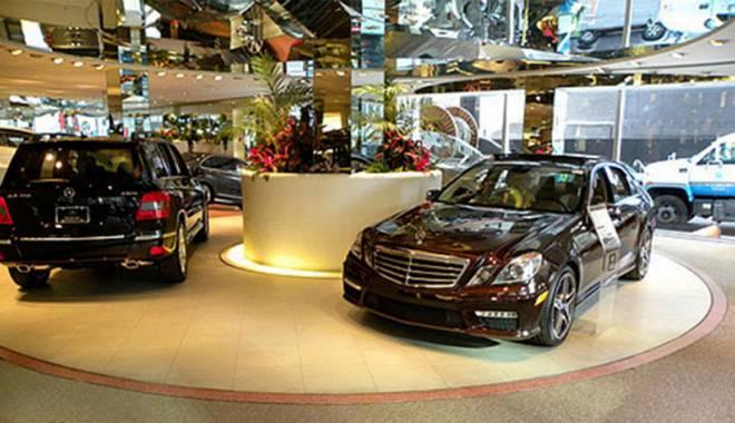 Foto: Vânzările de autovehicule şi motociclete sunt peste aşteptări