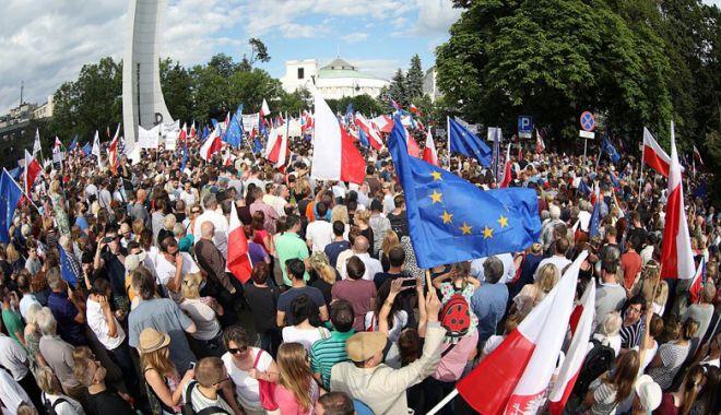 Foto: Varşovia nu cedează în privinţa reformei judiciare