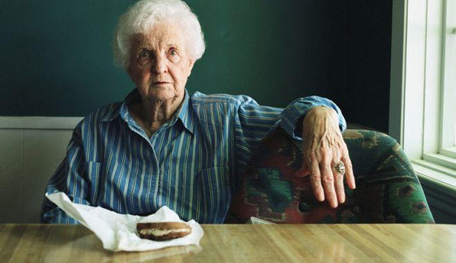 """Foto: Bătrânii singuri  şi izolaţi, ajutaţi  de Asociaţia  """"Niciodată Singur - Prietenii Vârstnicilor"""""""
