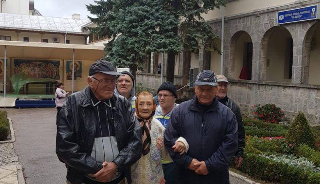 Foto: Plimbare la Mănăstirea Techirghiol, de Ziua Internaţională a Vârstnicului