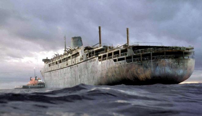 Foto: O navă fantomă a trecut Pacificul, din Japonia în Canada