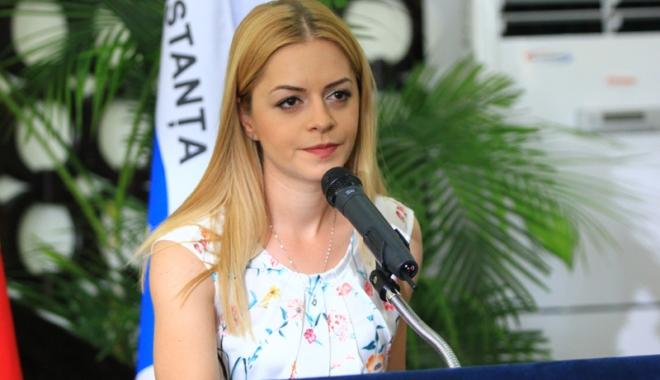 Foto: Consiliera locală Cristina Văsii solicită gratuitate pe RATC pentru elevi şi studenţi