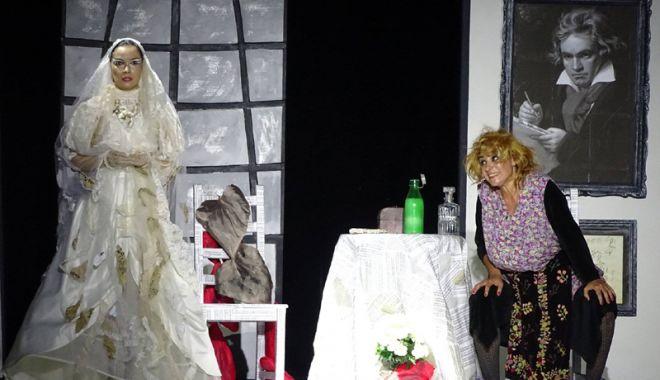 """Foto: Doctoriţa obsedată revine în piesa """"Veethoven…, făi!"""""""