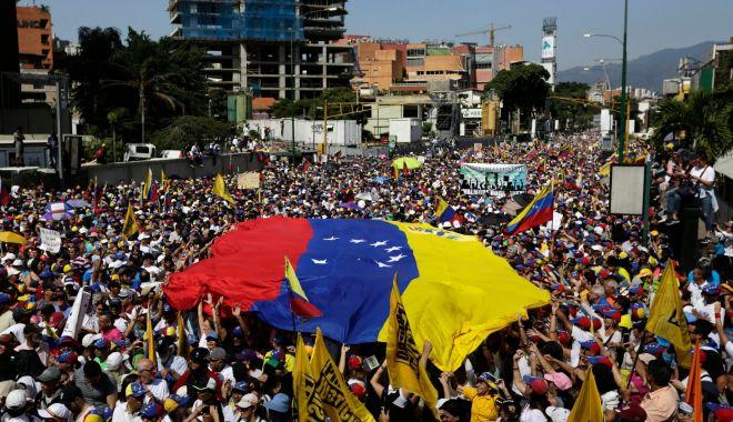 Foto: HAOS ÎN VENEZUELA. Puterile UE îl recunosc pe Guaido drept președinte