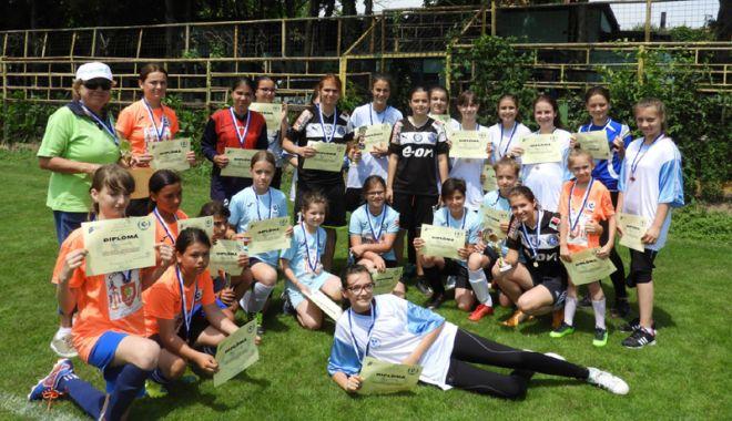 Veniți să jucați fotbal feminin! Cupa Selena, ediția întâi - veniti4-1528635367.jpg