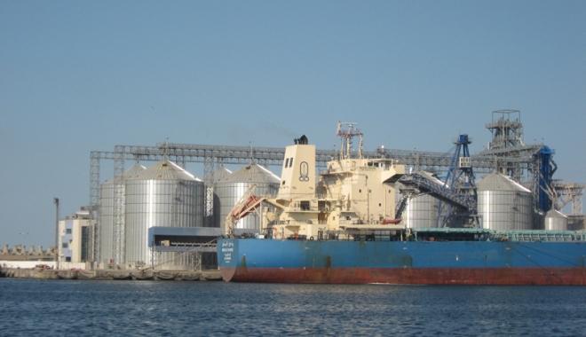 Foto: Veniturile operatorilor  din portul Constanţa  sunt de patru ani în scădere