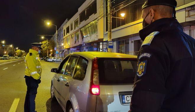 Zeci de amenzi, într-o noapte, celor care au ieșit pe străzi fără declarații - verificaripolitiecovid-1605552588.jpg