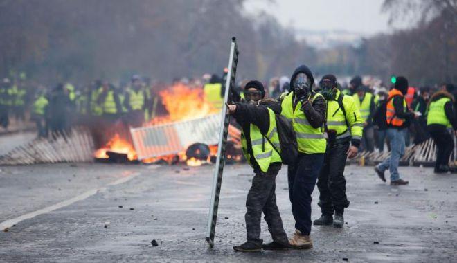 Violențe extreme la Paris. 150 de persoane au fost reținute - veste-1573985263.jpg