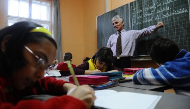 Foto: O nouă vrăjeală electorală? Cresc salariile profesorilor!