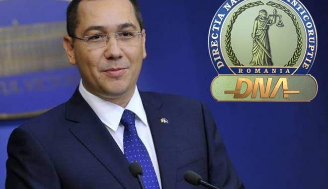 Foto: După ce a fost în cârje la DNA, Ponta cere asigurarea accesului persoanelor cu dizabilităţi în instituţii