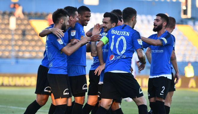 """Foto: Viitorul o învinge pe Dinamo și """"câinii"""" sunt mai aproape de Liga 2"""