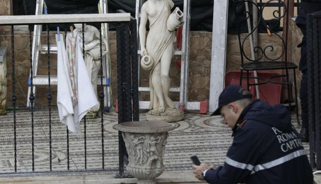 Foto: Vile ale mafiei,  confiscate de poliţia din Italia