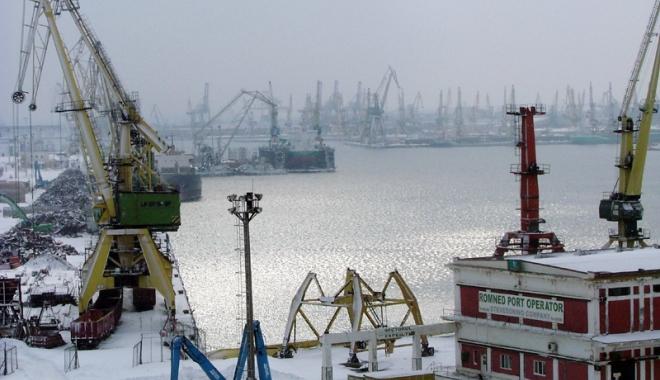 Foto: Vine viscolul!  Ce trebuie  să facă portuarii