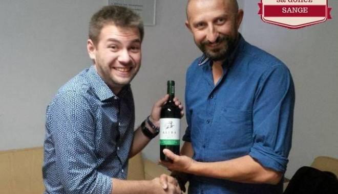 Foto: Vin pentru sânge. Donatorii de sânge, premiaţi cu o sticlă de vin roşu