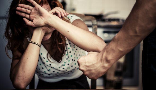 Foto: Se caută soluţii  pentru stoparea violenţei în familie