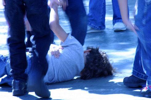 Foto: Bătută de fostul prieten în plină stradă, în miez de noapte