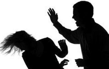 Foto: Video/ Iată cum este lovită şi trântită la pământ, dintr-un pumn, o fată de 16 ani