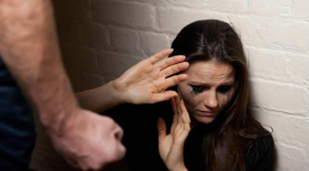 Foto: CAZ TERIBIL LA CONSTANŢA. Un constănţean a bătut-o pe fosta prietenă şi i-a furat telefonul, chiar în casa ei