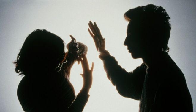 Foto: Mamă din Constanţa, lovită de propriul copil. Poliţia a emis ordin de protecţie