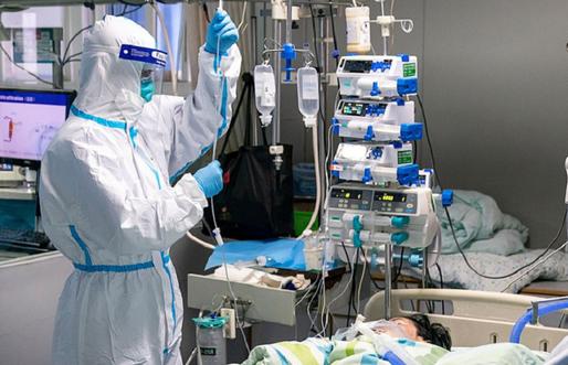 Foto: Alți 42 de români care lucrează la un abator din Germania, infectați cu coronavirus