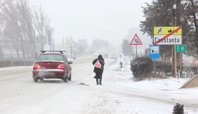 """Foto: Se strică vremea: """"Vom avea patru valuri de viscol!"""" Când încep ninsorile şi cum se circulă în acest moment pe şosele"""