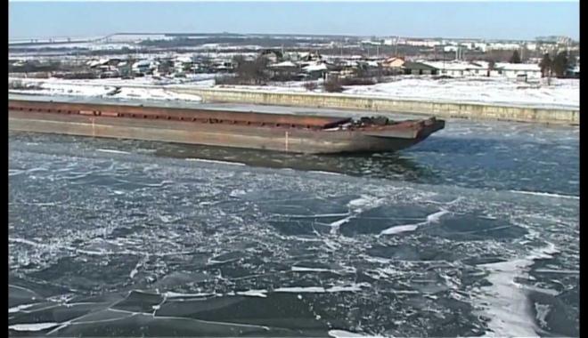 Foto: COD ROŞU DE VISCOL LA CONSTANŢA! Viscolul a închis canalele navigabile