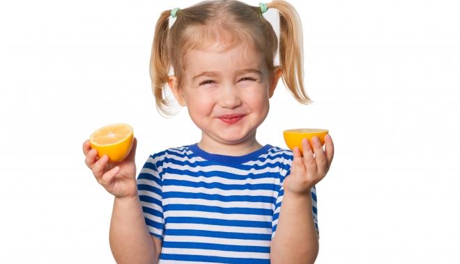 Foto: De ce este bine să le daţi copiilor vitamina C