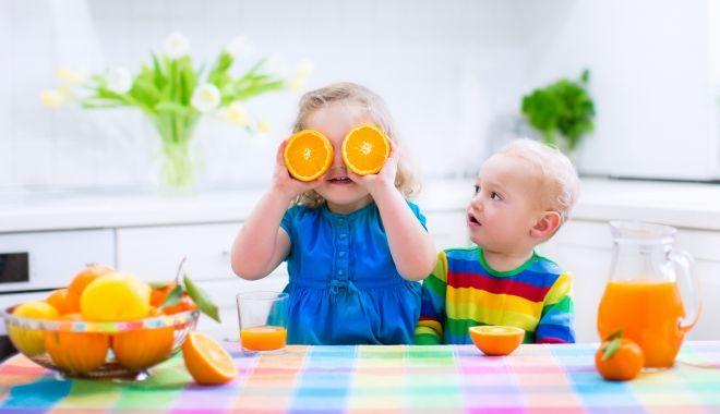 Foto: Sfatul medicului pediatru. Administrați-le copiilor vitamina D!