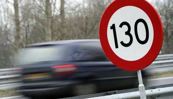 Foto: Tânăr de 26 de ani, prins pe Autostrada Soarelui cu 216 km la oră. Ce a păţit şoferul