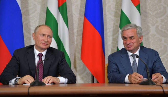 Foto: Vizita lui Putin în Abhazia, considerată nepotrivită