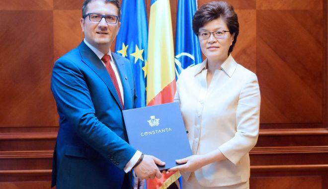 Foto: Primarul Decebal Făgădău, gazdă pentru ambasadorul Chinei la București