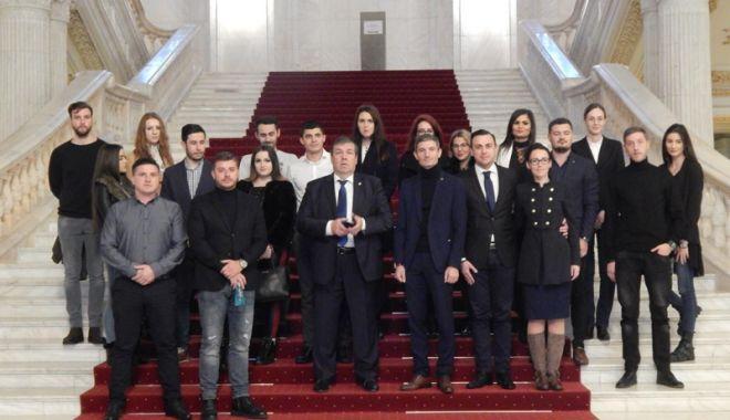 Foto: Tineri din PSD Constanța, vizită la Parlamentul României
