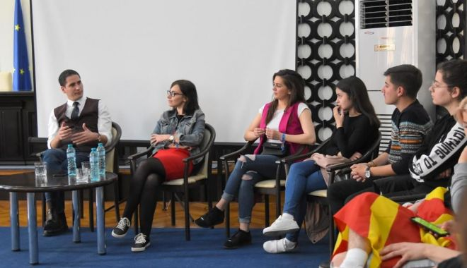 Viceprimarul Costin Răsăuțeanu, gazdă pentru tinerii europeni implicați în programul Erasmus+ - vizitaprimarie2-1553553008.jpg