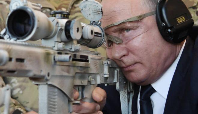 Foto: Vladimir Putin, în vizită la un centru de teste militare