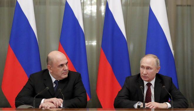 Foto: Vladimir Putin și-a format noul guvern, păstrând miniștri-cheie