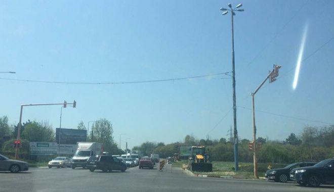 """Foto: """"Nu mai au bani să plătească ore de noapte?"""" Trafic de coşmar pe bulevardul Aurel Vlaicu"""