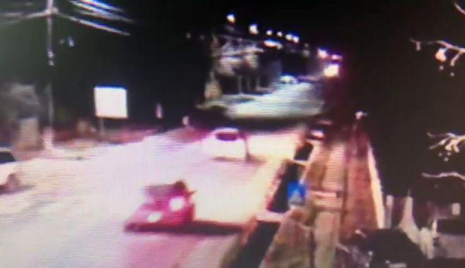 Foto: ATENŢIE, IMAGINI ŞOCANTE! Înregistrarea cumplită cu bărbatul călcat de două mașini, la interval de câteva secunde