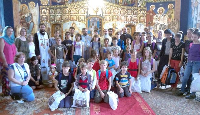 Reţea de voluntari în Arhiepiscopia Tomisului - voluntariatcopiidaruri-1510247601.jpg