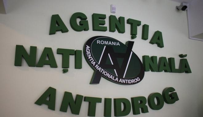 Voluntarii Centrului Antidrog Constanța, premiați și felicitați pentru activitate - voluntarii-1482423779.jpg