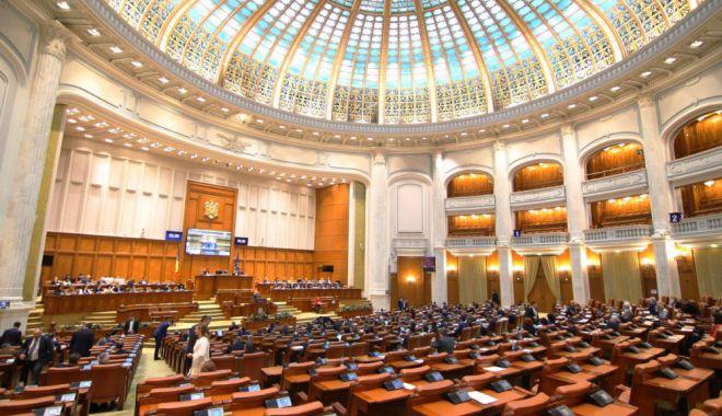 Foto: Controversatele modificări la Codul penal, ADOPTATE de Parlament