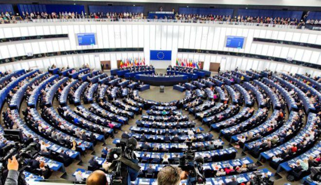 Foto: Vot al Parlamentului European  pentru reducerea poluării cu plastic