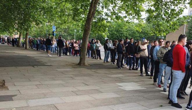 Foto: Alegeri europarlamentare / Coadă şi la Londra! Românii votează în număr mare